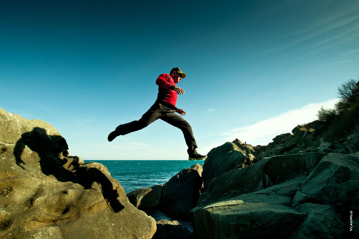 Фото мужчины в прыжке