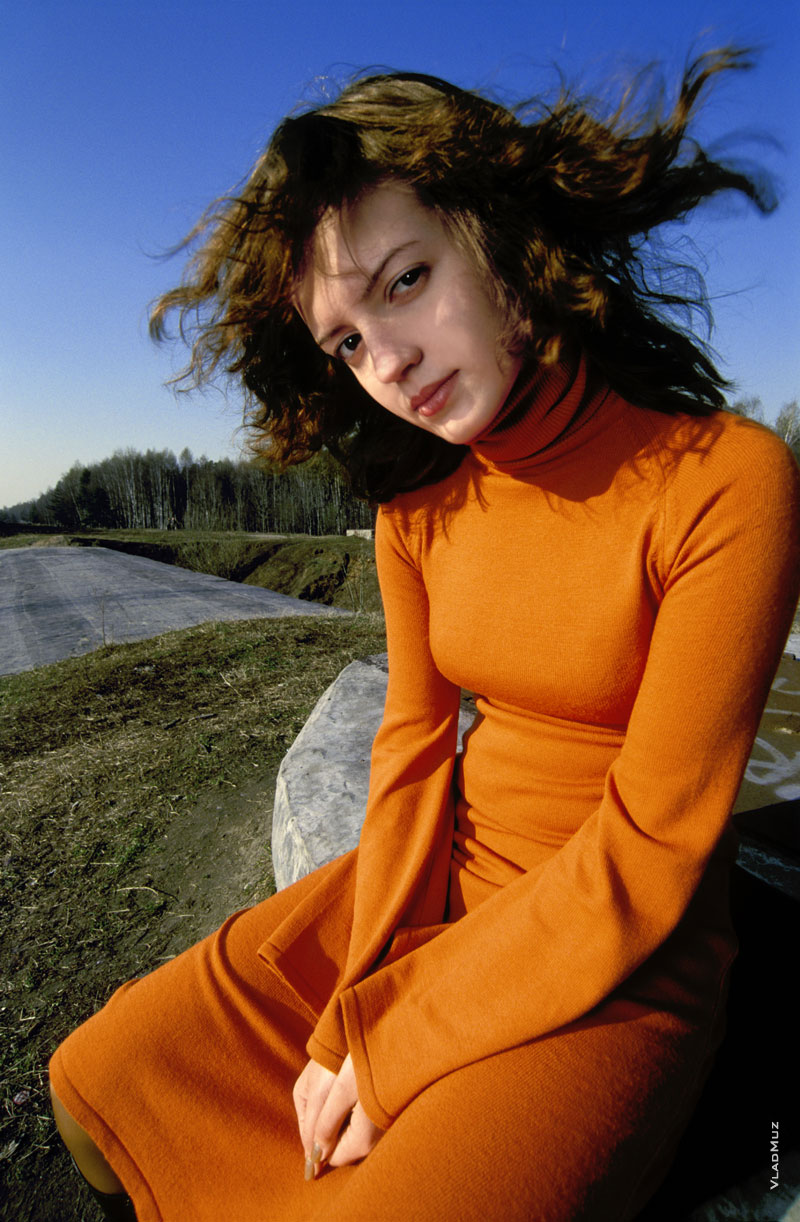Фото девушки широкоугольным объективом