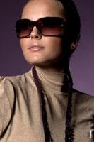 Портфолио девушки-модели в солнечных очках