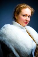 Художественный фотопортрет русской женщины в шубе