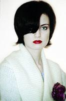 Ретро фотопортрет девушки со старой цветной фотопленки