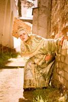 Женский жанровый фотопортрет «Хитрая королевна»