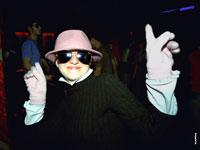«Фрау Миллер» на дискотеке — фотопортрет девушки в ночном клубе