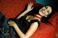 Жанровый женский фотопортрет «Смех без тени сомнения»