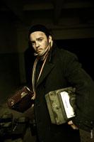 Жанровый портрет мужчины с вольтметром в руках, в черном пальто и шапочке