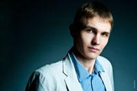 Мужской деловой фото портрет для резюме с жестким светом