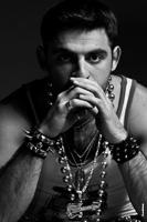 Микаэл Шахназаров. Мужской студийный фотопортрет в образе рокера-металлиста