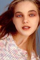 Красивый фотопортрет девушки-модели, крупный лицевой план