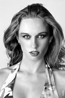 Модельный фото портрет девушки-модели в студии