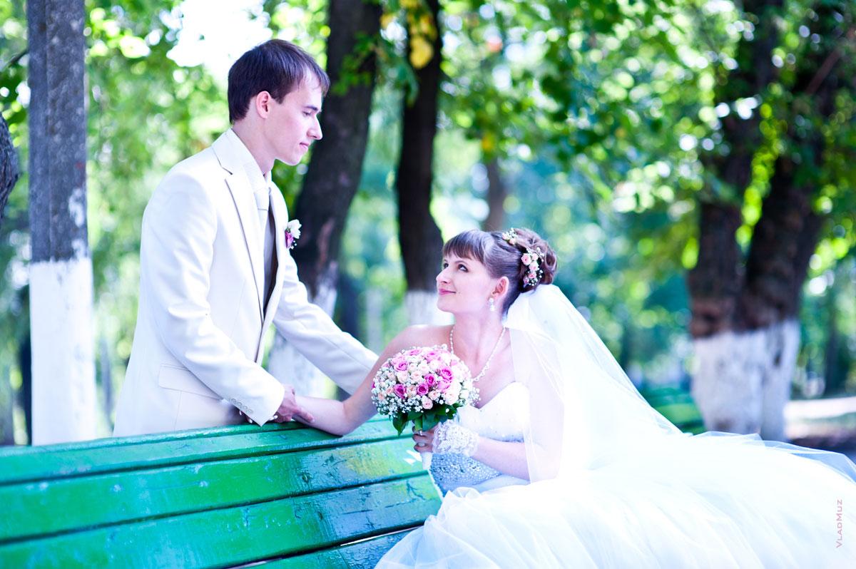Красивая свадебная фотосессия в парке
