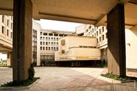 Фото внутренней площади у здания Верховного совета Автономной республики Крым в Симферополе