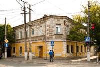 Фото старинного 2-х этажного дома на улице Карла Маркса (Екатерининской) в Симферополе