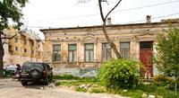 Фото старинного 1-этажного дома на улице Октябрьской в Симферополе