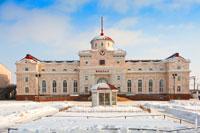 Фото здания железнодорожного вокзала в Ижевске с HD разрешением 4010 на 2670 пикселей