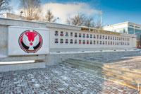 Герб Удмуртской республики на доске почета в Ижевске