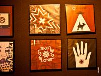 Иллюстрации на стенах кафе в Ижевске с солярными символами Удмуртии
