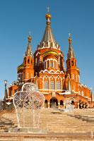 Фото Михаило-Архангельского кафедрального собора в городе Ижевске днём с HD разрешением 2710 на 4075 пикселей