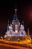 Фото Михаило-Архангельского кафедрального собора в городе Ижевске ночью с подсветкой с HD разрешением 2640 на 3950 пикселей