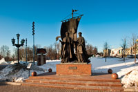 Памятник святым благоверным князю Петру и княгине Февронии Муромским в Ижевске с HD разрешением 2670 на 4010 пикселей