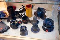 Фото старых фотообъективов в антикварном магазине «Светёлка» в Ижевске (есть Carl Zeiss Jena Tessar 4,5/300— длиннофокусный объектив для фотоаппаратов большого формата, кроет кадр-пластину 24x30 см)