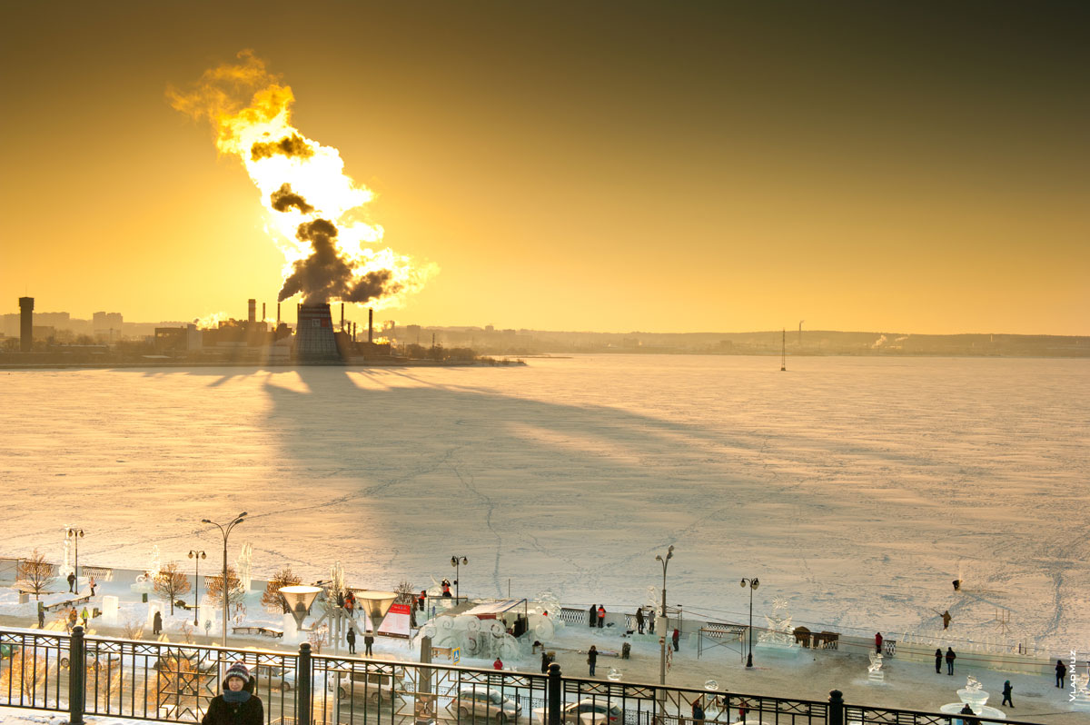 Ижевск. Зимний фотопейзаж на закате, на берегу Ижевского пруда