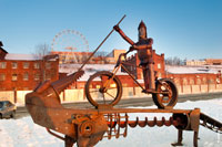 Ferrum FEST в Ижевске: фото металлического велосипедиста-Победоносца, поражающего копьем металлического дракона