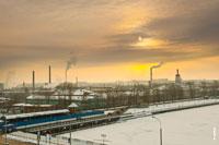 Вид с набережной Ижевского пруда на металлургический завод и промышленный район Ижевска