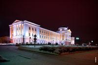 Фото дворца Президента Удмуртской республики в Ижевске ночью с HD разрешением 3885 на 2585 пикселей