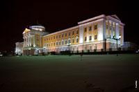 Президентский дворец главы Удмуртии в Ижевске ночью с подсветкой с HD разрешением 3990 на 2655 пикселей