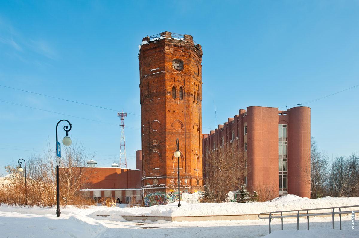 Ижевск, архитектура: старинная водонапорная башня на ул. Бородина