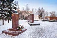 Фото памятника Михаилу Тимофеевичу Калашникову в Сквере Победы в Ижевске