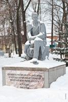 Фото памятника Максиму Горькому в Летнем саду им. М. Горького в Ижевске