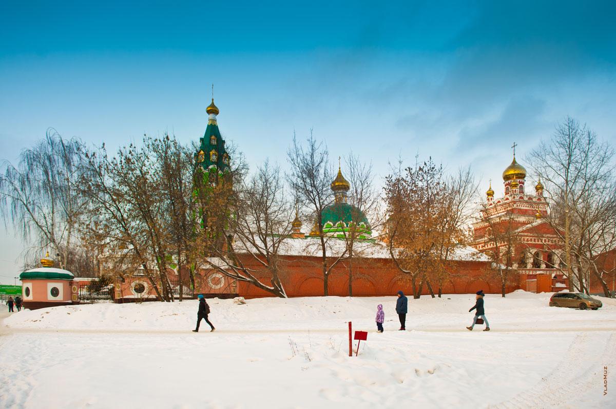 Зимний фотопейзаж Ижевска: Троицкий собор зимой со стороны улицы Советской