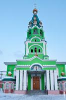 Фото Собора Святой Троицы в Ижевске с колокольней с HD разрешением 2470 на 3715 пикселей
