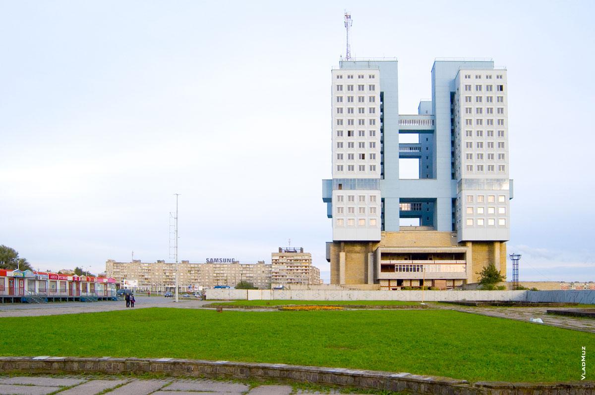 Этот советский примитив стоит на месте Королевского замка в Калининграде