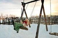 Фото девушки на деревянных качелях в «Лудорвае»