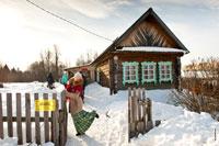 За забором— изба-читальня в «Лудорвае» и яблоневый сад