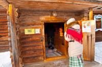 Фото входа в гостевой дом усадьбы южных удмуртов в «Лудорвае»