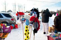 Фото мягких игрушек лошадок и коняшек на палках в «Лудорвае»