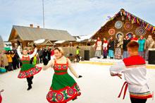 Перед сценой в «Лудорвае» можно было увидеть народные танцы, на сцене песенные коллективы исполняли народные песни