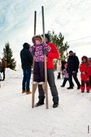 Фото девочки в «Лудорвае» на ходулях
