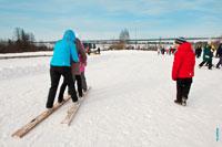 А сейчас видно женский фрирайд: начинается скоростной спуск с горы на лыжах в «Лудорвае»