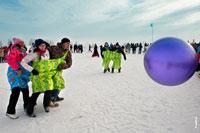 Зимние Олимпийские игры в «Лудорвае» на Масленицу в самом разгаре. Продолжается большой футбол с мячом