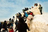 Оборона снежной крепости пала, но снежный городок еще стоит