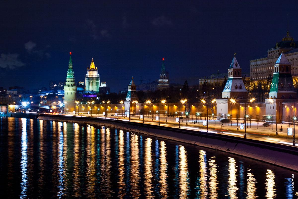 Фото Московского кремля в свете ночных огней