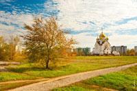 Осенний пейзаж Волгодонска с видом на храм Рождества Христова