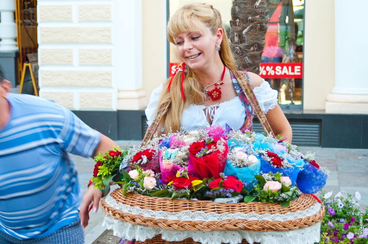 как картинка продавщица цветов на улице отель для некурящих