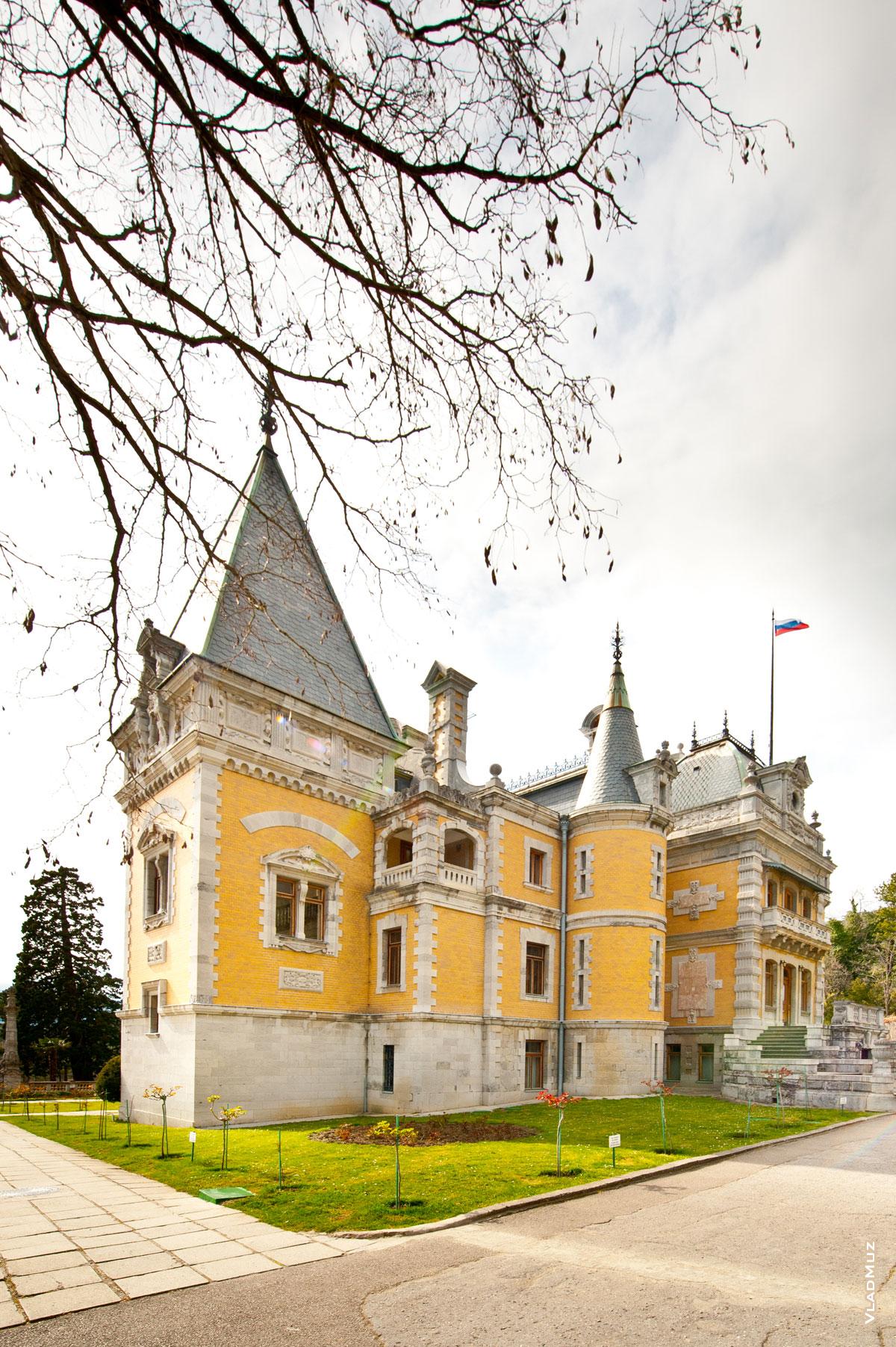 Массандровский дворец в Ялте в Крыму, фото