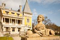 Массандровский дворец в Ялте в Крыму, фотографии