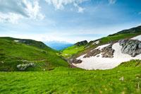 В июне на склонах горного плато Лаго-Наки еще остается снег